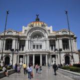 Frente a Bellas Artes